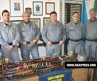 Agenti del C.F.nella Caserma di San Sosti ad operazione conclusa